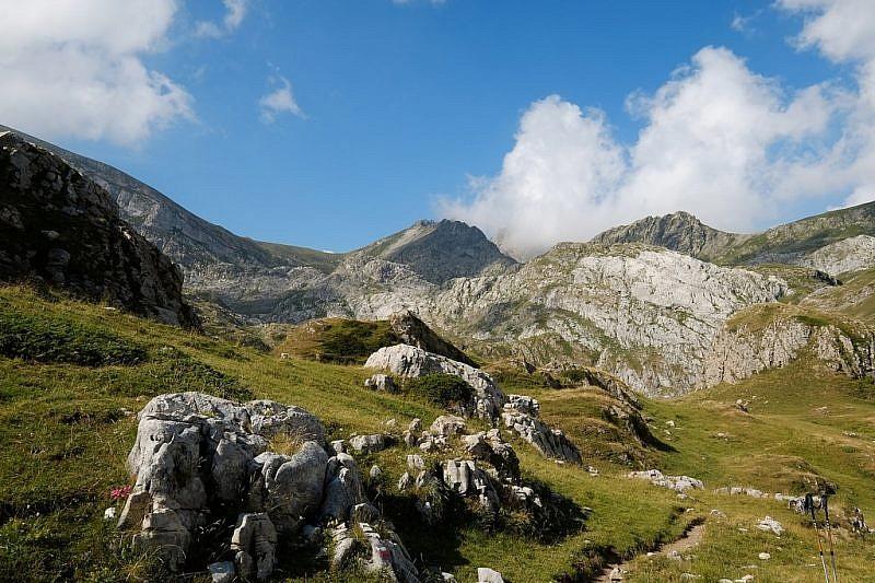 Inizio del vallone sospeso (in fondo a sinistra si notail Colle del Pas)
