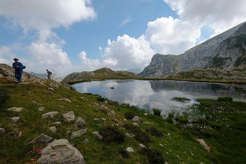 Partenza dal lago per il colle del Pas
