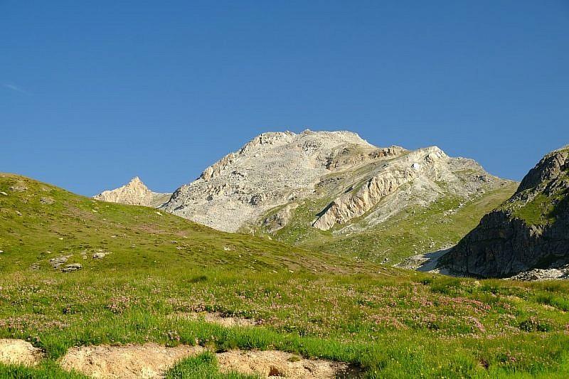 Veduta dal vallone di Verzio su Rocca la Marchisa