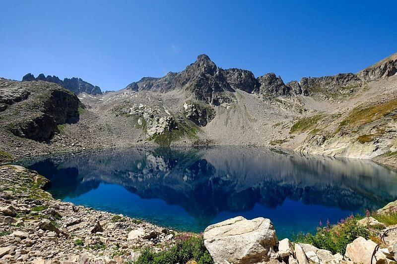 Lago Portette (2361 m)e, al fondo, laTesta dellePortette (2821 m)
