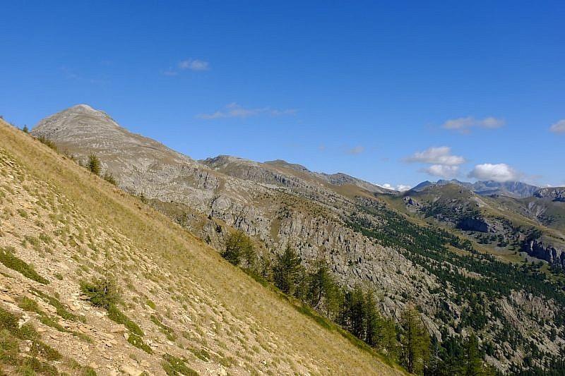 Ancora veduta parziale del monte Bego poco prima di raggiungere il passo