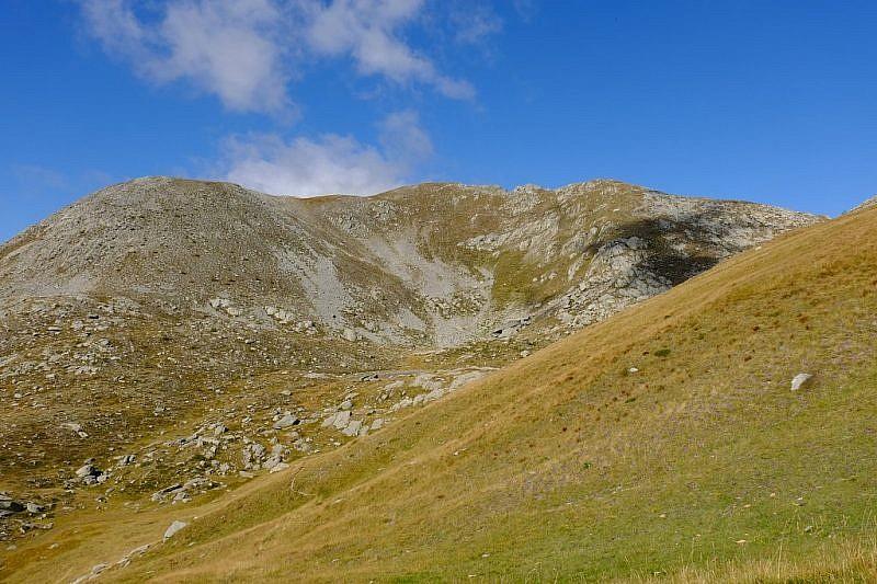 A destra del passo compare la cime Escandail