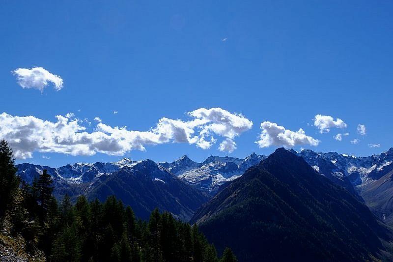 Panoramica sulle cime a sud-ovest durante la discesa