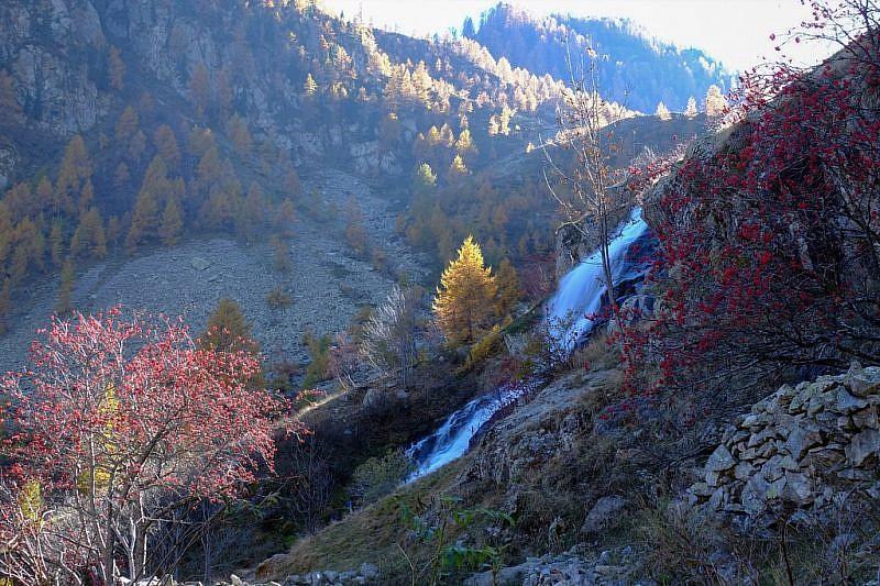 In discesa, sguardo di commiato sulla cascata Pisciai