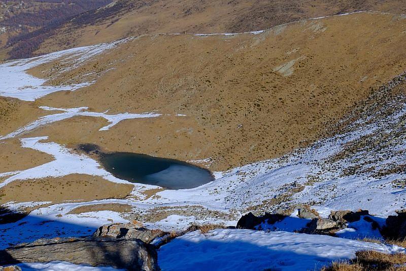 Dalla cima veduta sul lago di Tartarea (val Po)