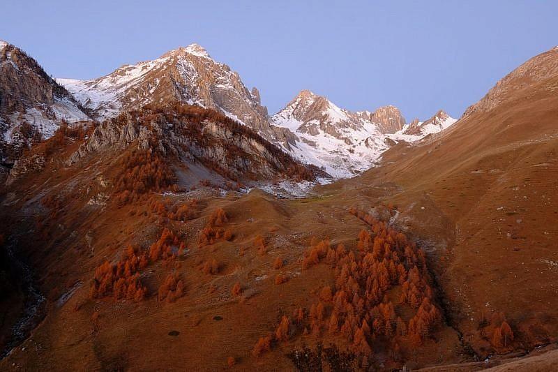 Immagini dell'alba nel vallone Serour…