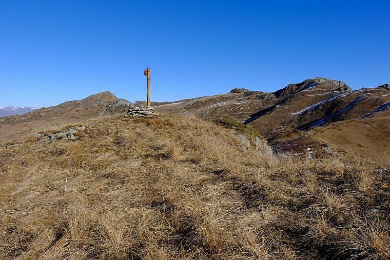 Arrivo a cima Gardun. In fondo a destra si nota il Monte Grum