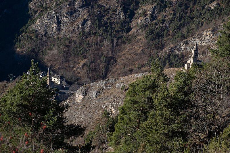 Veduta dal punto panoramico sui campanili di Stroppo e di san Peyre…