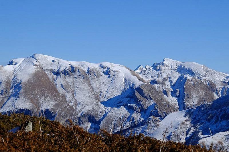 Sguardo ravvicinato su cima della Fascia (sinistra)e Marguareis