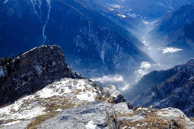 Dalla cima, vista verso ilBetunet e il vallone di Canosio e Marmora