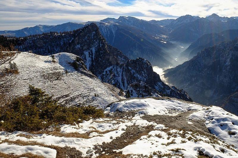 A sinistra l'aguzzo monte Bettone