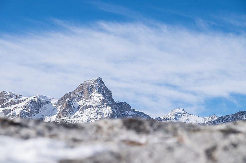 Zoom sul monte Chersogno(centro) e rocca la Marchisa (destra)