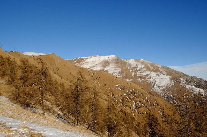 Durante la discesa, sguardo verso le cime del Nebin e del Cugulet