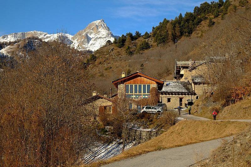 San Martino inferiore sovrastato dal monte Chersogno