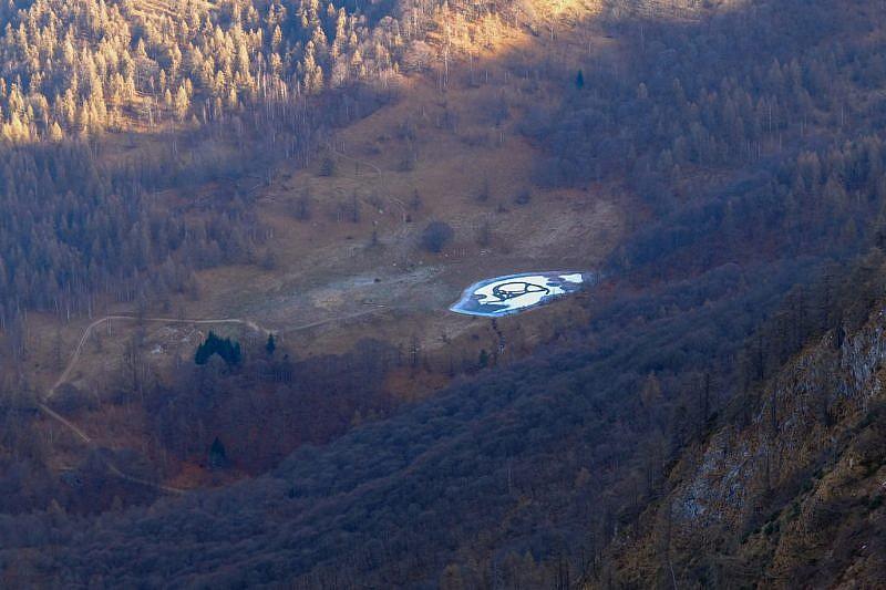 Il piccolo laghetto Gourc (1484 m),sul versante dellavalle Maira