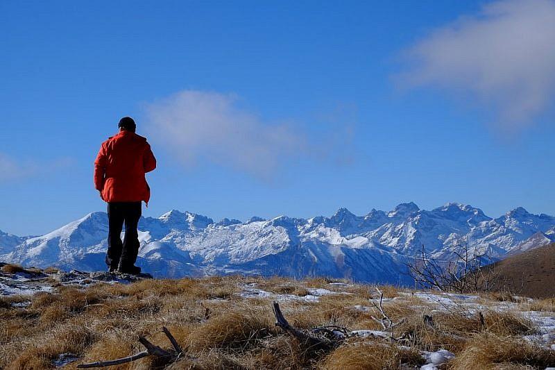 Dal punto di sosta, sguardo verso le montagne della valle Roya