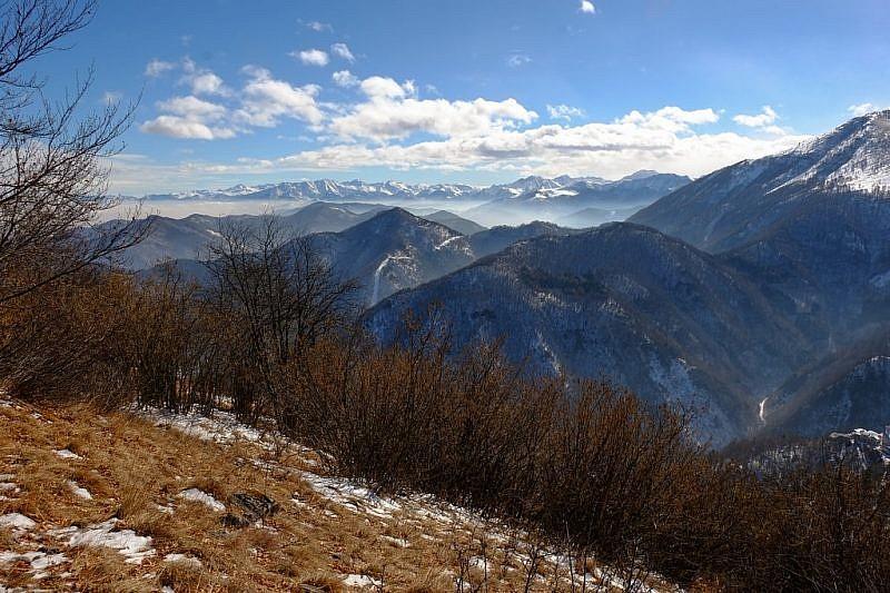 Alcune visuali verso le Alpi Liguri e Marittime