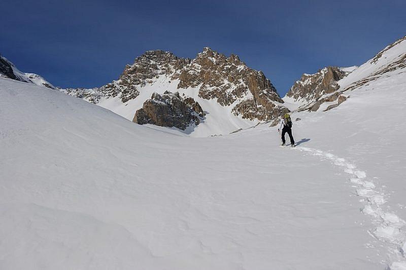 …per svoltare a sinistra su neve intatta