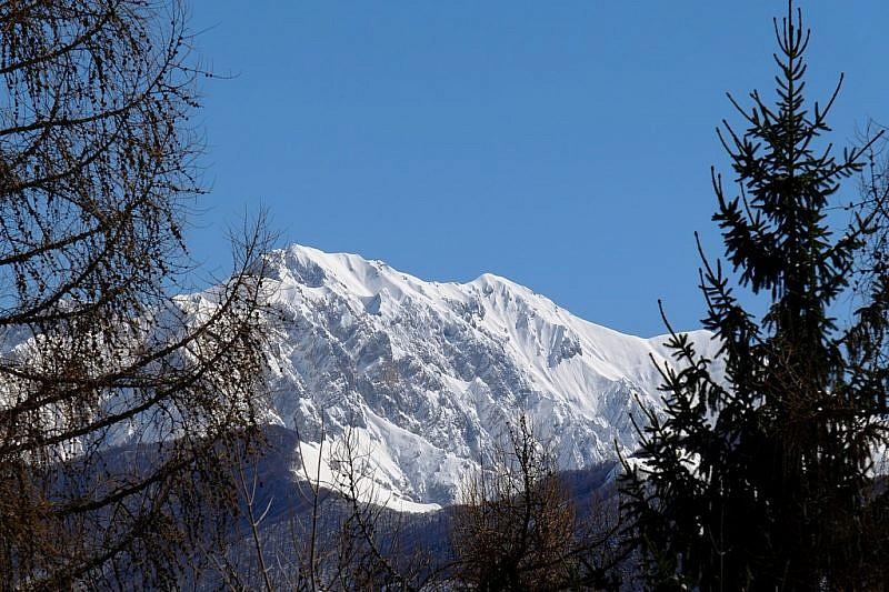 Monte Bussaia (sinistra) e rocca d'Orel