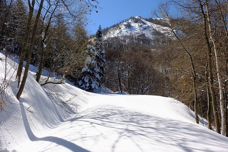 Al fondo, il monte la Piastra