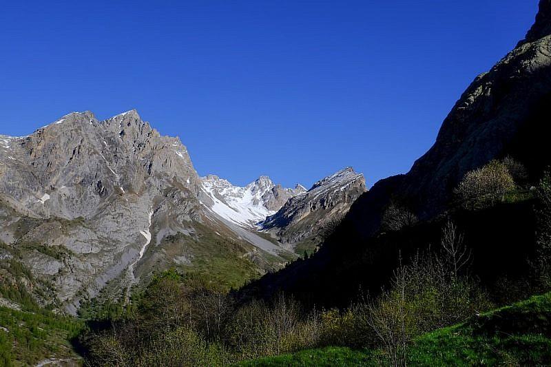 Pochi metri dopo la partenza, sguardo verso il vallone dell'Infernetto