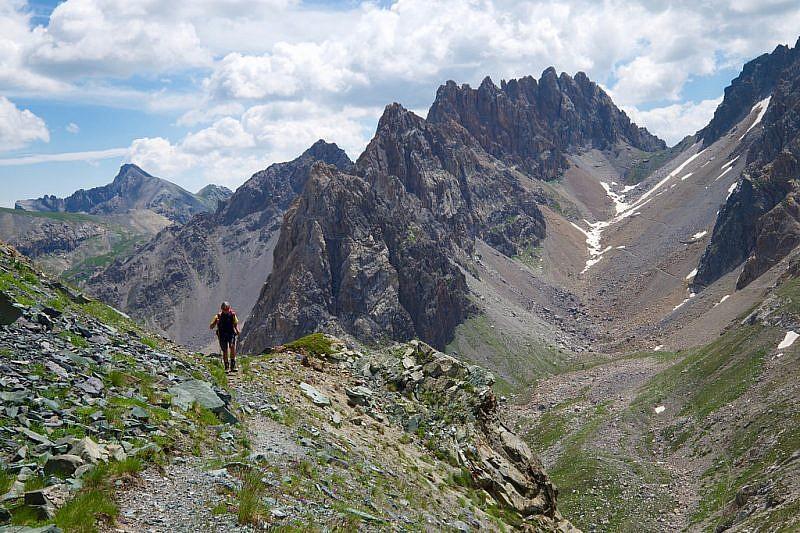 A destra, il vallone da noi sceso dal colle Oserot