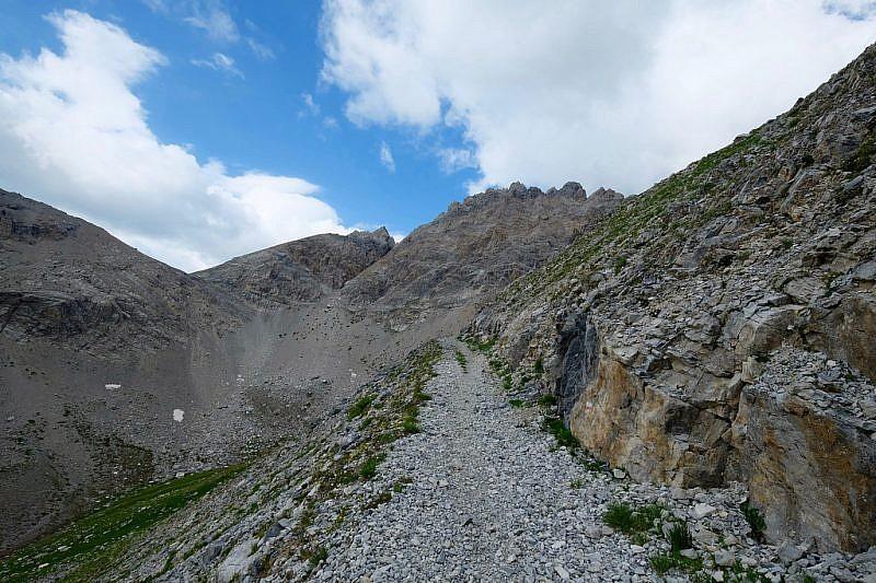 Salendo verso il passo di rocca Brancia