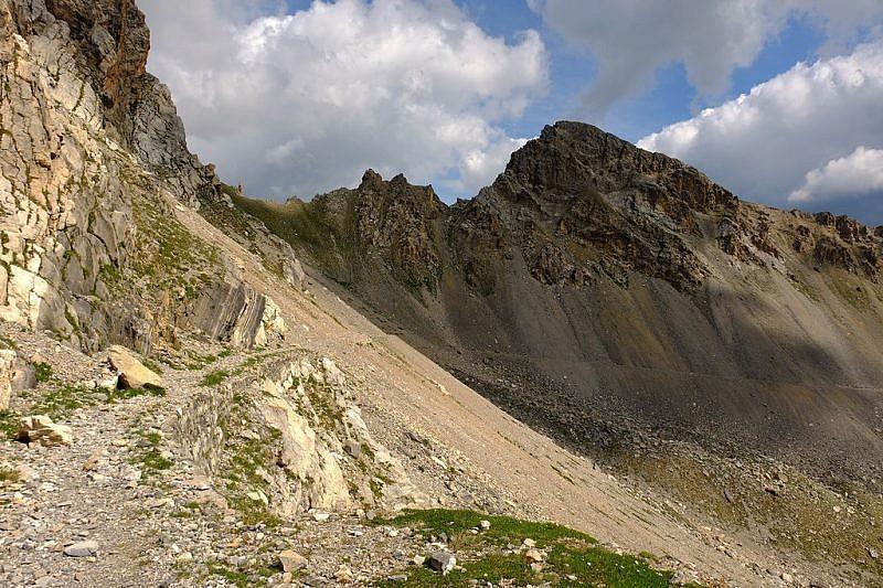 Alle nostre spalle la strada di salita al passo di rocca Brancia