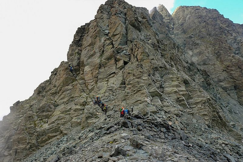 Gruppo francese in salita verso il monte Granero