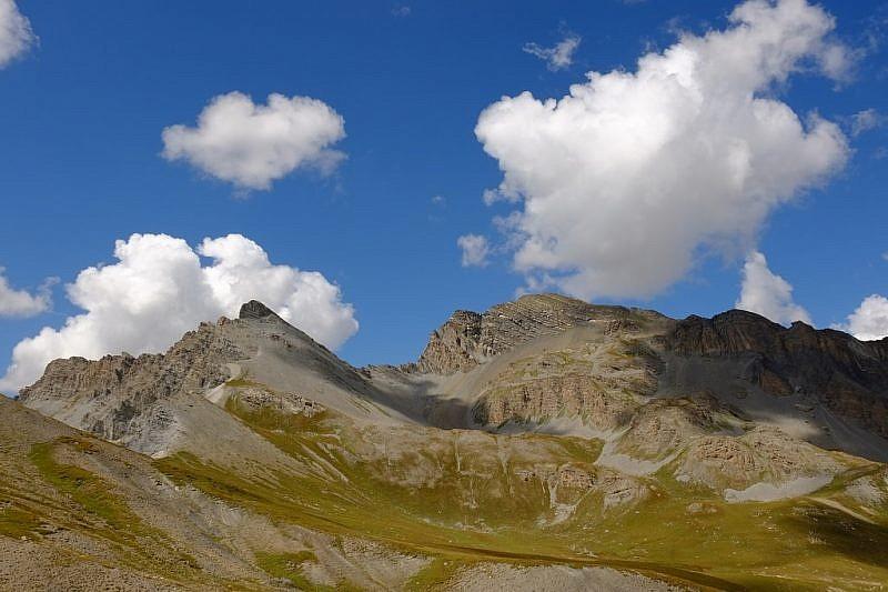 Tre Vescovi a sinistra e Enciastraia, dal Colle del Puriac