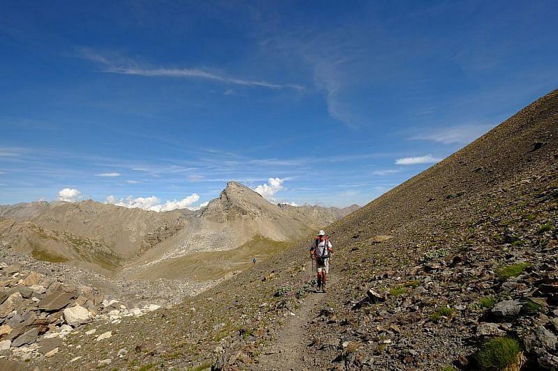 Verso il col Nubiera. In fondo, monte Baueria