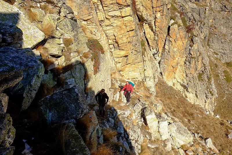 Tra gli scalini di roccia