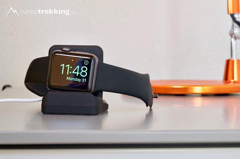 L'Apple Watch sullo stand Moko