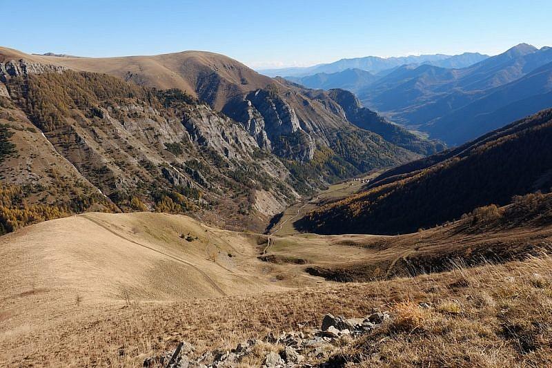 Salendo al monte Autes, sguardo nel vallone di Neraissa