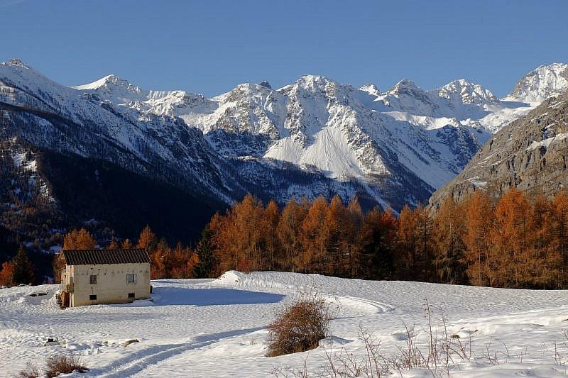 Zoom panoramico sulla parte alta della valle Maira