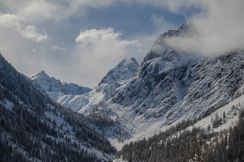 Rocca Rossa a sinistra e Becco Alto del Piz al centro della foto