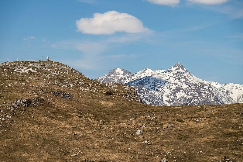 Ancora uno sguardo verso l'Armetta e le cime imbiancate del Pizzo d'Ormea, ecc.