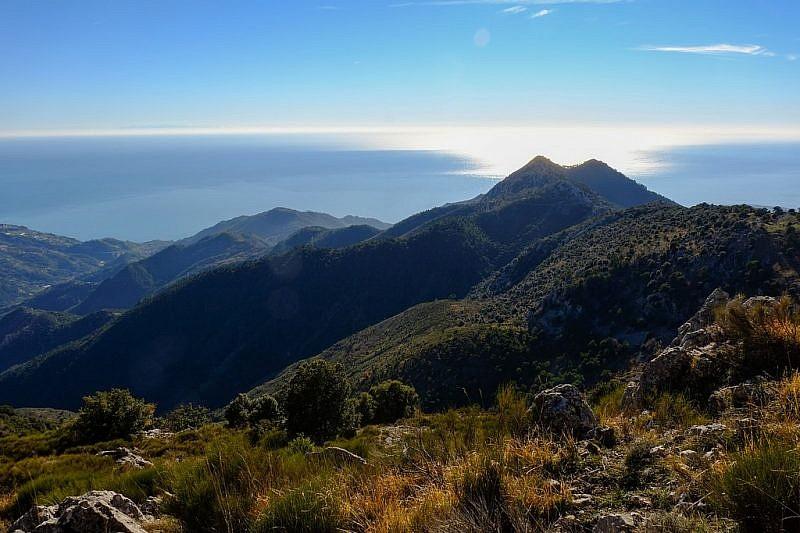 Veduta dalla cresta verso cima Longoira e Roc d'Ormea