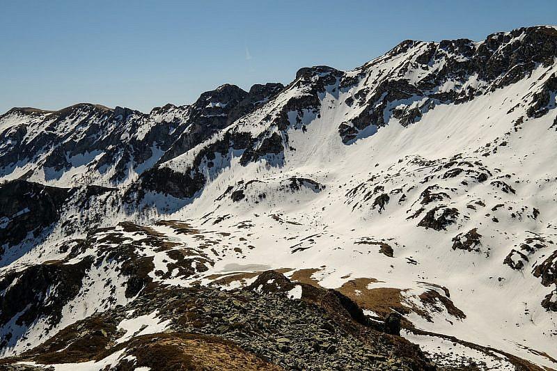 Veduta dell'Antoroto e della zona rocciosa di Perabruna