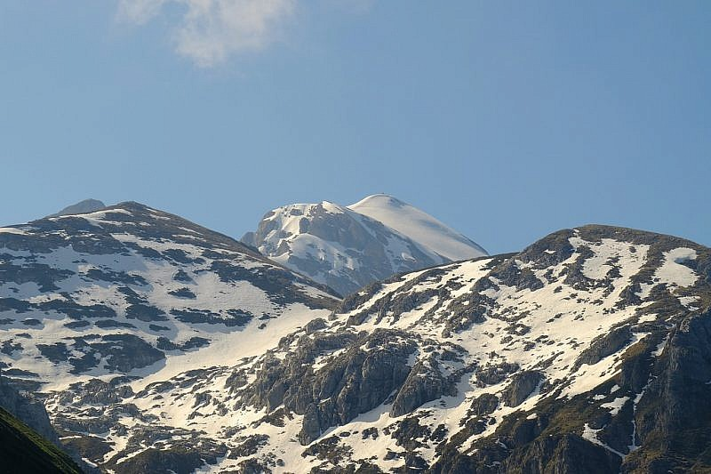 Salendo veduta su cima Fascia, tra il Jurin (sinistra) e Bec Rosso a destra