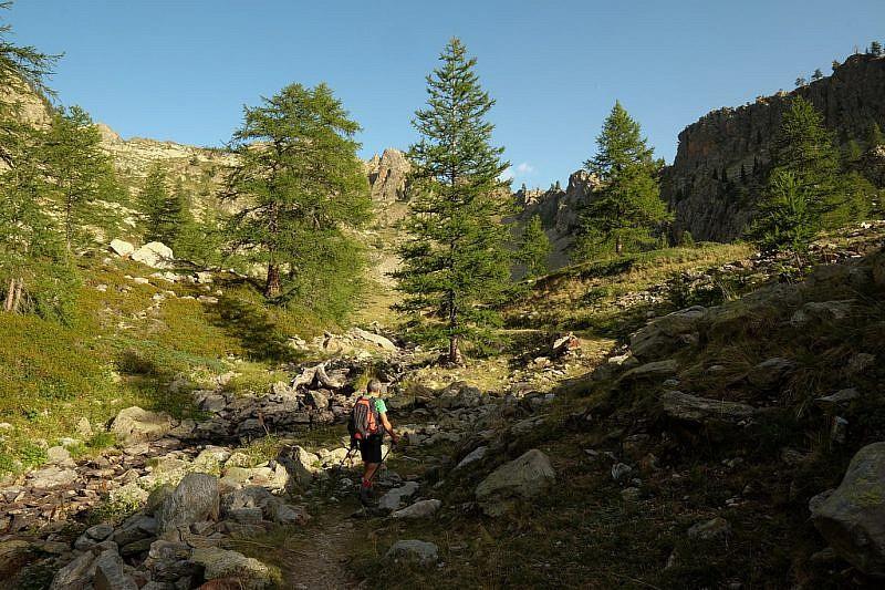 Salendo la valletta laterale nelle vicinanze del lago Aver sottano