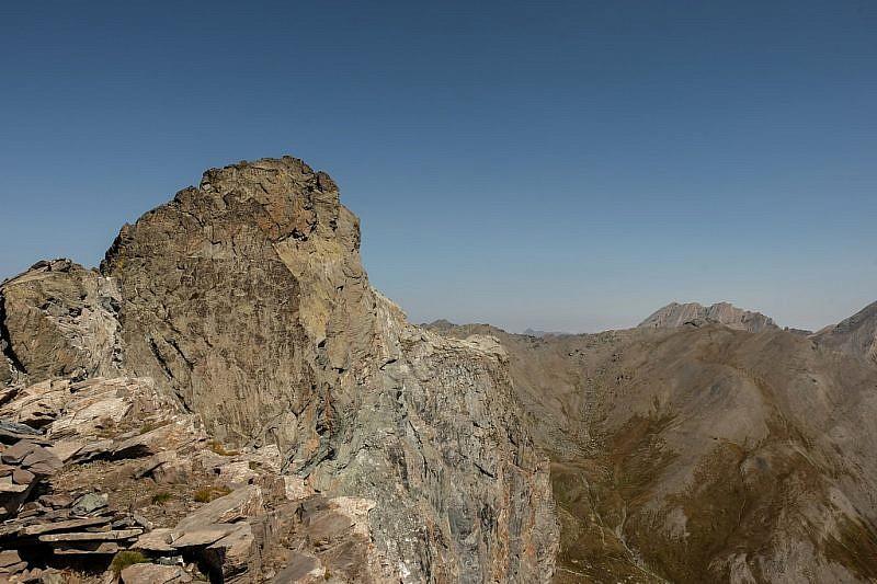 A sinistra la Rocca Bianca