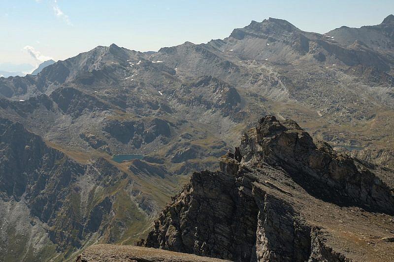 Dal punto panoramico sguardo sulla Rocca del Nigro (in primo piano)