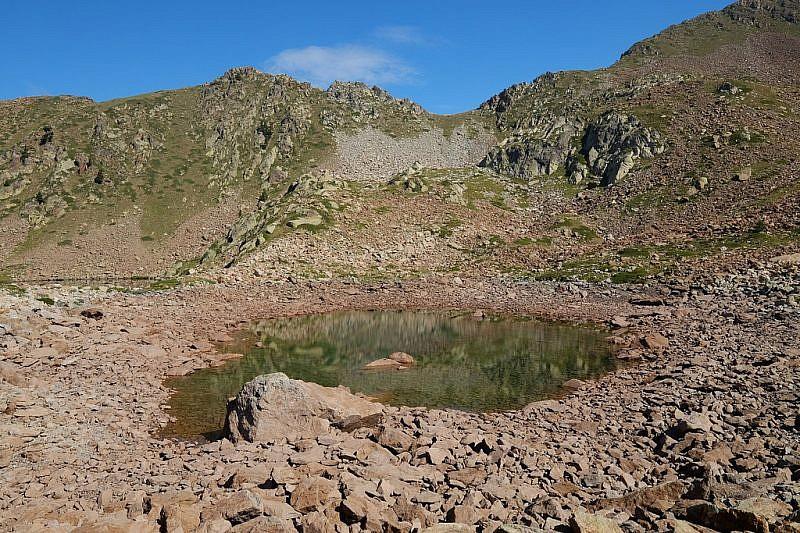 Il lago piccolo, scarso d'acqua