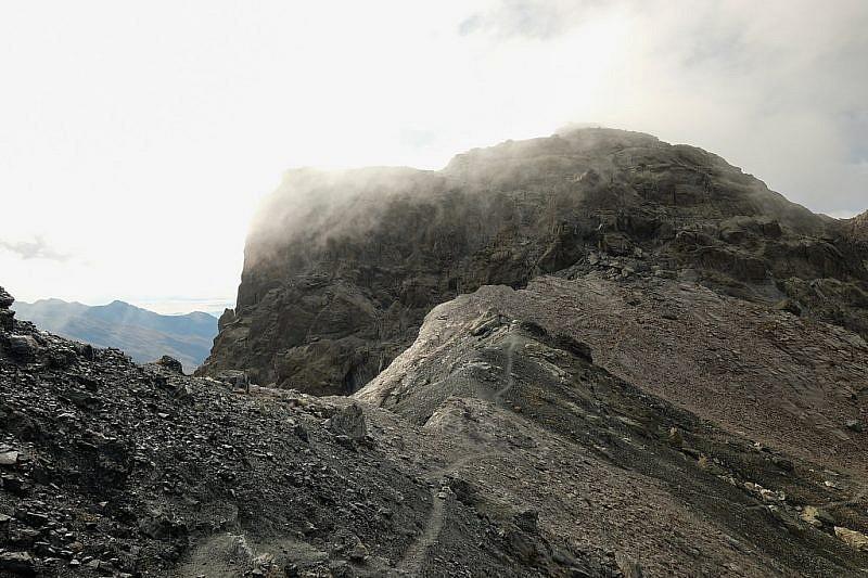 La base rocciosa della Rocca Bianca