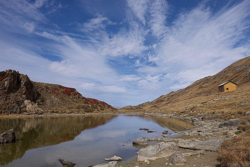 Immagini dalle sponde del lago Bram