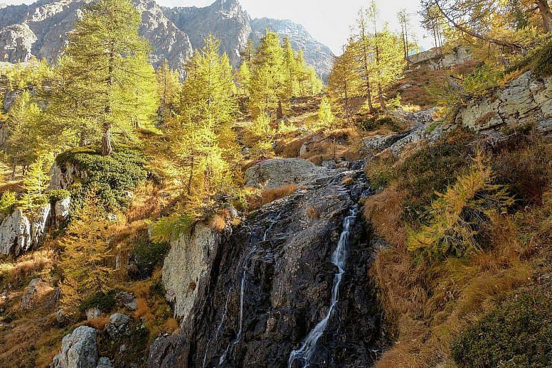 Piccola cascata scendendo dal refuge de Valmasque