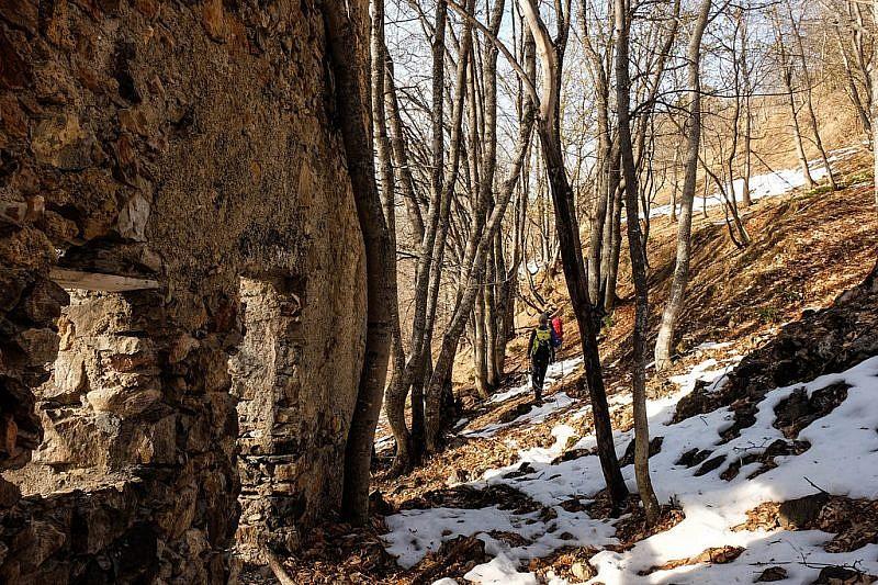 Uscendo dalle rovine di Chiardola Grande