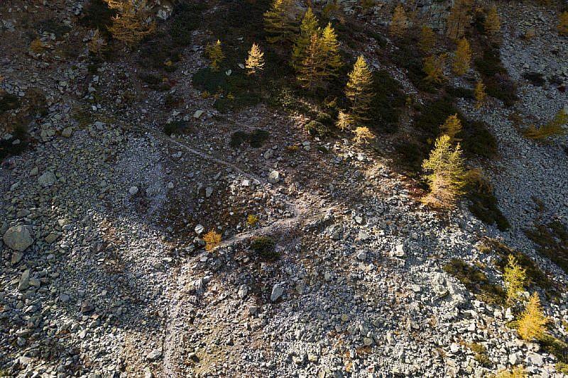 I tornanti del sentiero ripresi dal drone