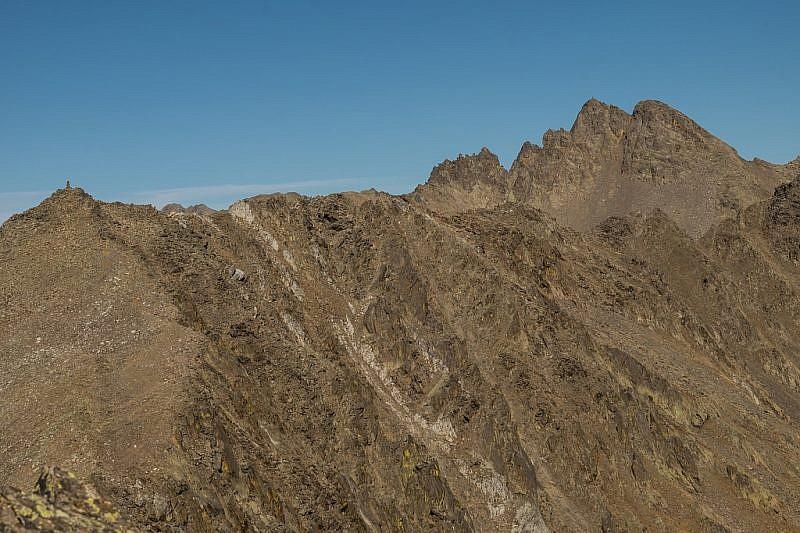 Cima di Malaterra (sinistra) e cimes des Chalances (in fondo a destra)